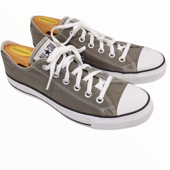 CONVERSE CHUCK TAYLORS ALL STARS LOW SNEAKERS EUC